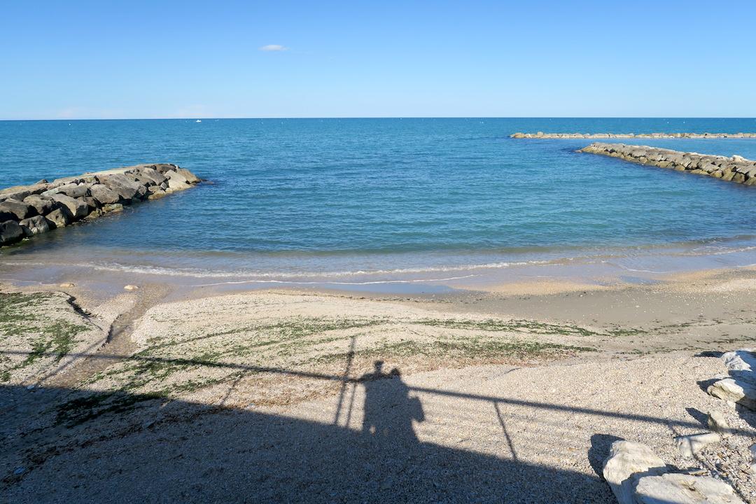 アドリア海青い海辺を歩く午後、ペダーソ_f0234936_628472.jpg