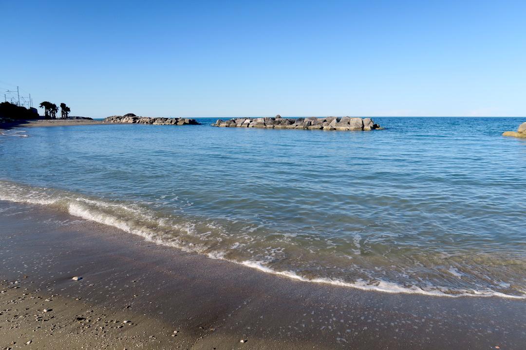 アドリア海青い海辺を歩く午後、ペダーソ_f0234936_6491774.jpg