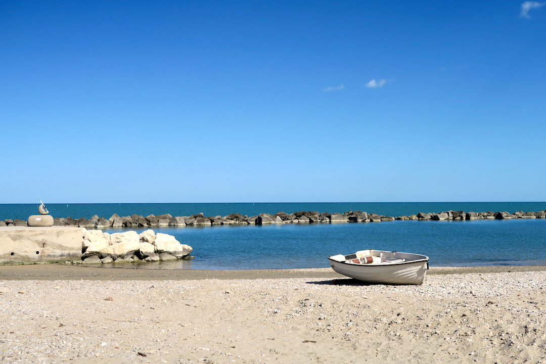 アドリア海青い海辺を歩く午後、ペダーソ_f0234936_693773.jpg