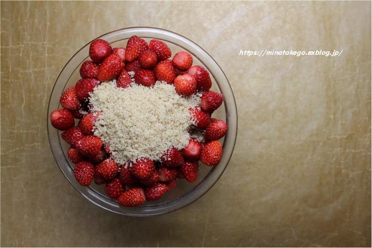 直ぐ食べたい‼ レンジで作る『いちごシロップ』_e0343145_21212281.jpg