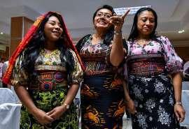 パナマ先住民族、ナイキに「待った」=スニーカーに伝統文様を無断使用 _b0064113_08514142.jpg
