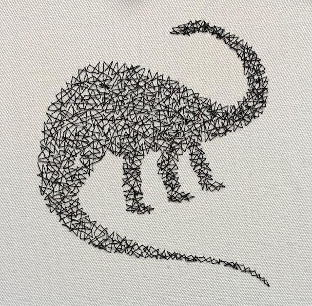 シュノサウルの蜘蛛の巣刺繍♪_c0316026_18253370.jpg