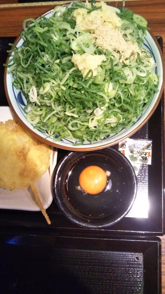 スーパーフライデーで丸亀製麺のうどんが無料!天ぷら4種も追加で楽しむの巻_f0076001_23251536.jpg