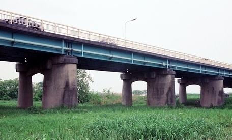 坂東大橋旧橋梁と上毛電気鉄道未成線_e0030537_23484338.jpg