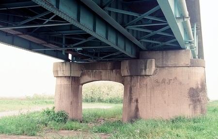 坂東大橋旧橋梁と上毛電気鉄道未成線_e0030537_23484364.jpg