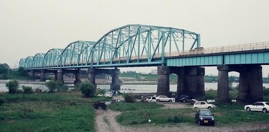 坂東大橋旧橋梁と上毛電気鉄道未成線_e0030537_23484384.jpg