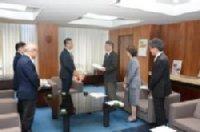 冨田新市長に予算要望書を提出し懇談しました。_c0133422_22561195.jpg