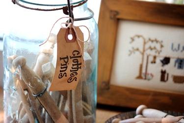 アーミッシュのお洗濯の刺繍フレームとクロスピン_f0161543_1542391.jpg