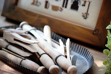 アーミッシュのお洗濯の刺繍フレームとクロスピン_f0161543_15432020.jpg