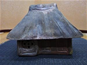 藁葺屋根の香炉_c0336408_14441031.jpg