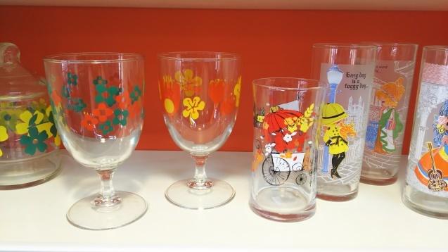 食器棚やグラスなど☆_e0199317_11301691.jpg