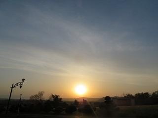 晴れていると夕陽が綺麗に見える今日この頃_b0405523_01040915.jpg
