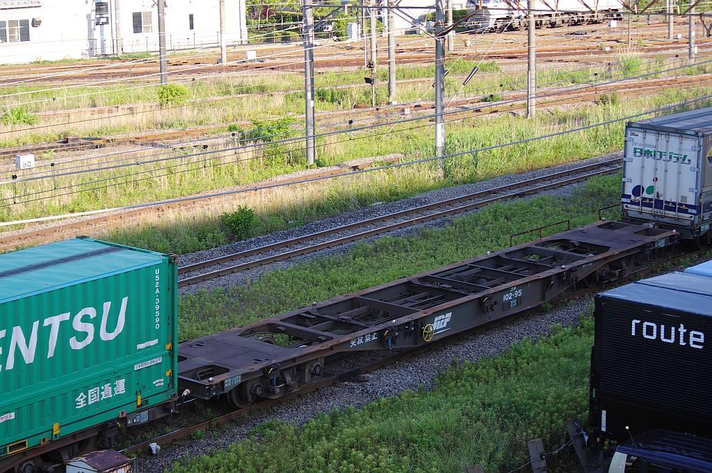 5/25東京貨物ターミナルにてSGS60レのコキとコンテナ_f0203926_2355353.jpg