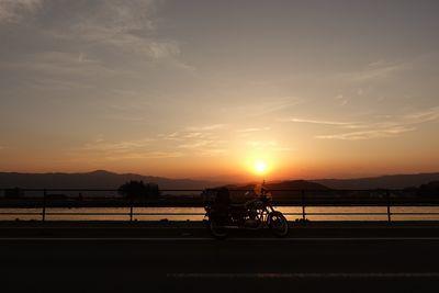 夕焼けの色が本当の世界の色だとしたら_b0367657_19175086.jpg