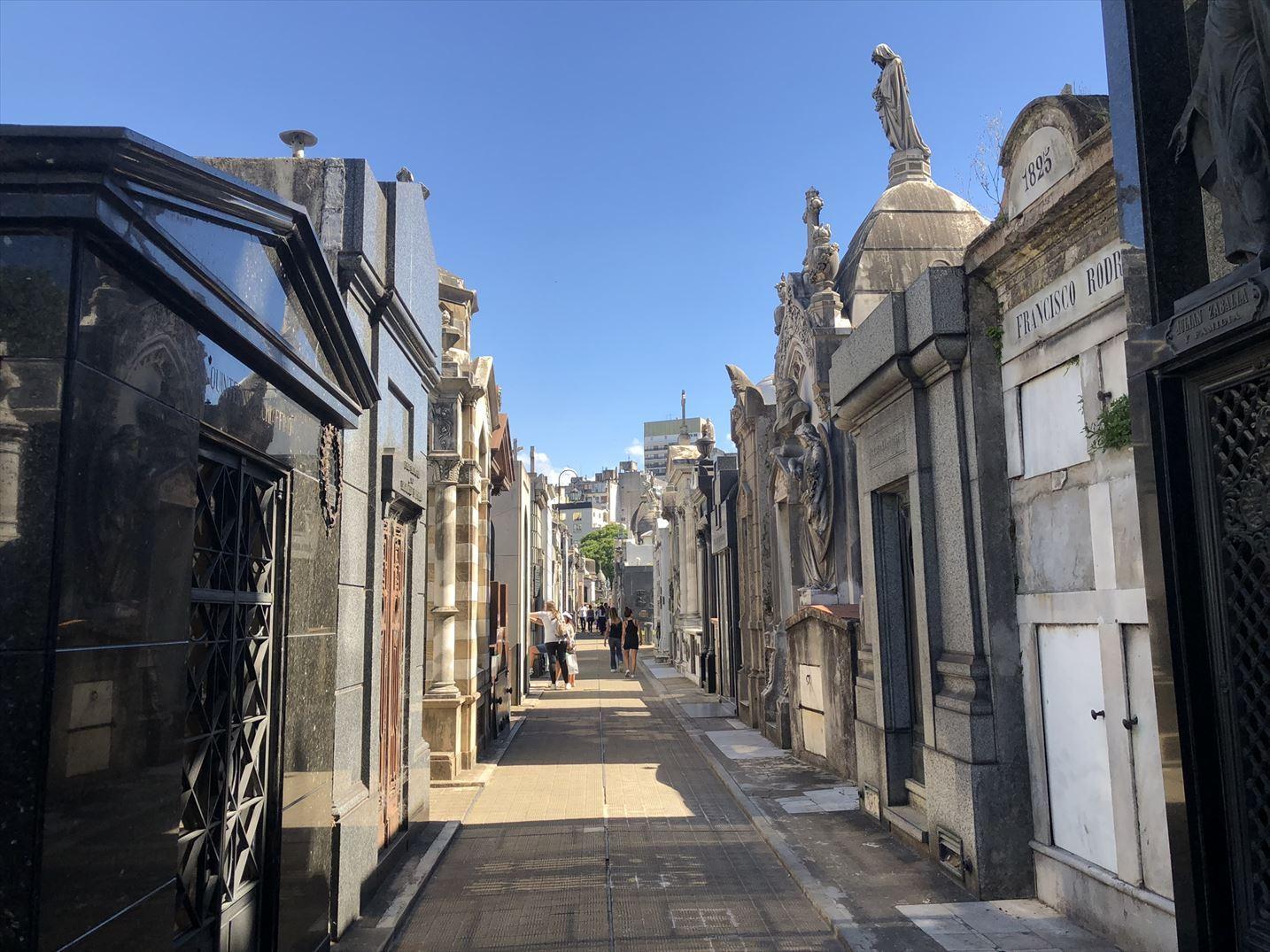 """中南米の旅/45 美しすぎるお墓""""レコレータ墓地""""@ブエノスアイレス_a0092659_22364359.jpg"""