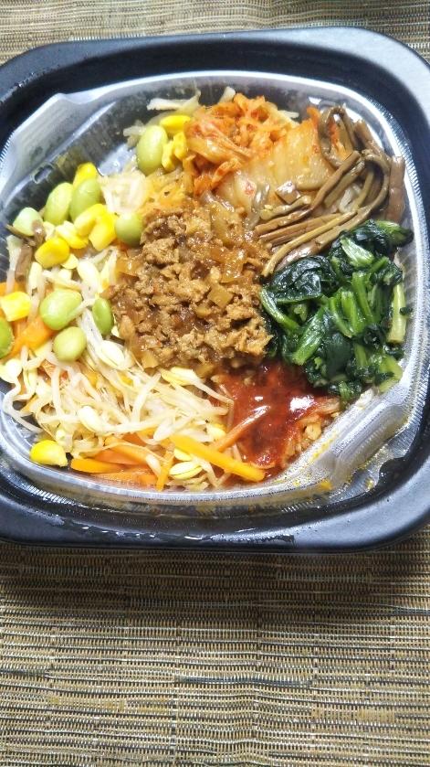 ローソン 10品目野菜と鶏そぼろビビンパ丼_f0076001_22493526.jpg