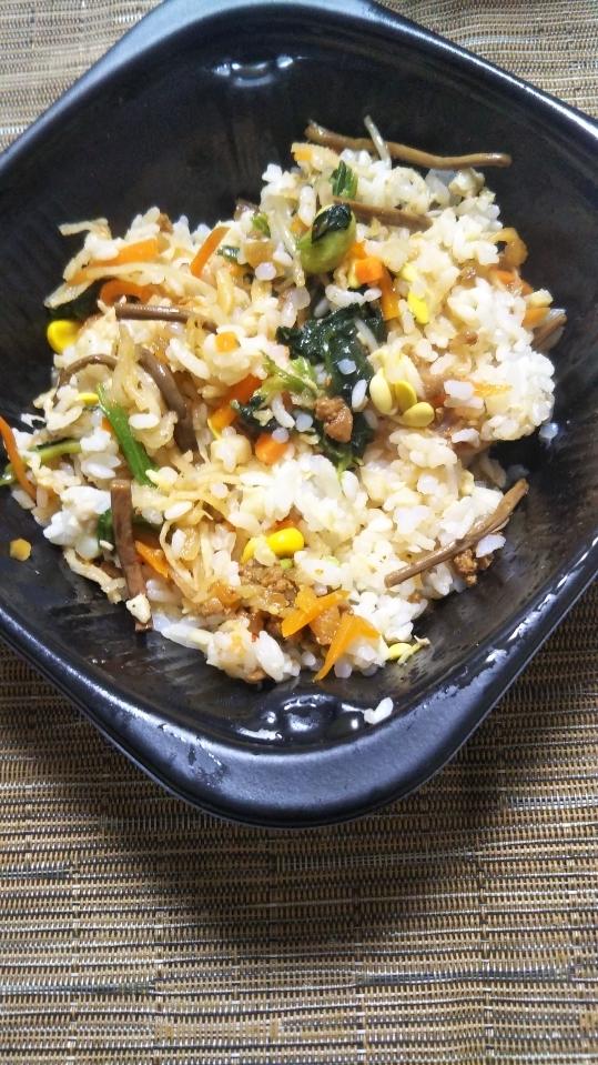 ローソン 10品目野菜と鶏そぼろビビンパ丼_f0076001_22500211.jpg