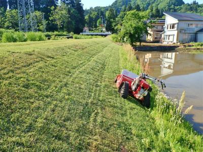 シーズン初の草刈り作業を行いました!_c0336902_19462538.jpg