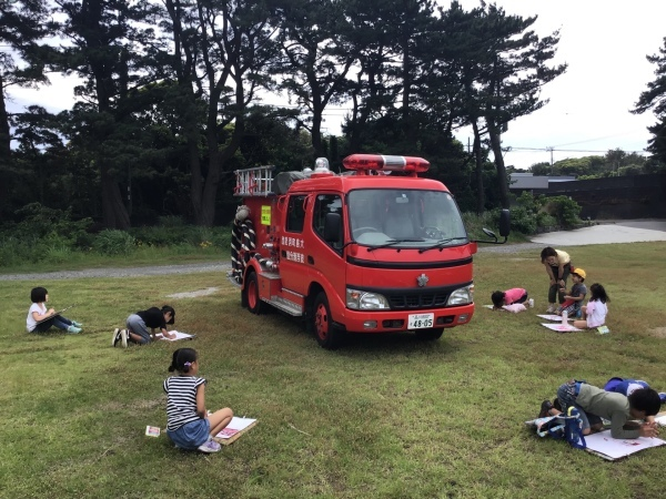 消防車を描いています_a0131631_09111699.jpeg