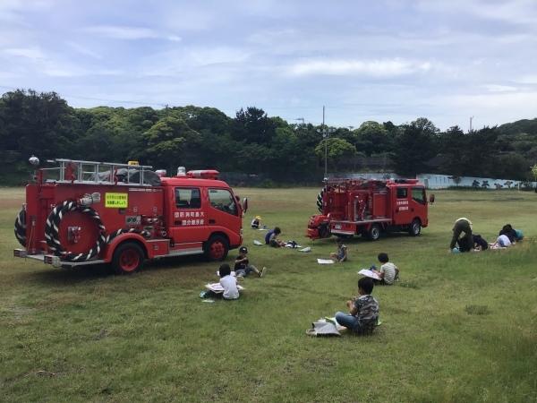 消防車を描いています_a0131631_09114457.jpeg