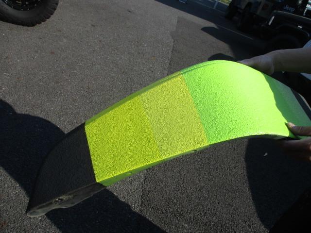 Line X を車全体に施工した車のイメージチェンジで Linexの上に色塗り_b0123820_10081428.jpg