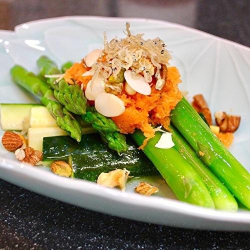 軽井沢川上庵のメニューを真似て。鶏もも肉の蕎麦粉揚げとアスパラとアーモンドのサラダ_a0223786_12060875.jpg