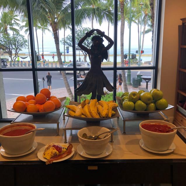 19年GWハワイ  その7☆ホテルの朝食&いやす夢の特典を発見_d0285416_23473845.jpg