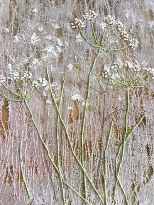 かくれんぼする豆柴と刺繍をするばあばと_f0155431_21572694.jpg