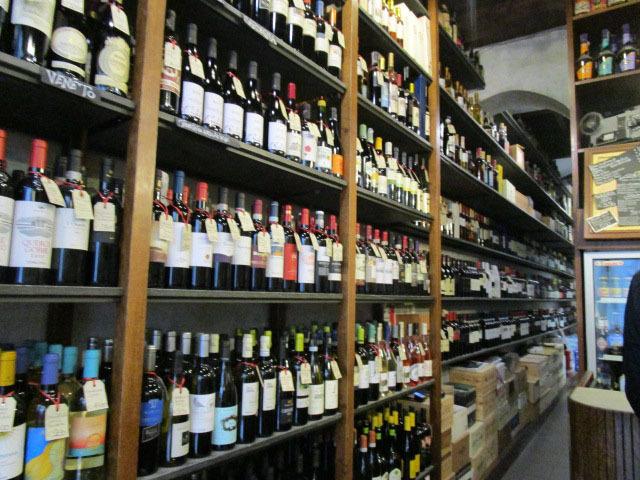 こんな場所でワインを飲めるようになったら貴方もイタリア通!!_c0179785_02192739.jpg
