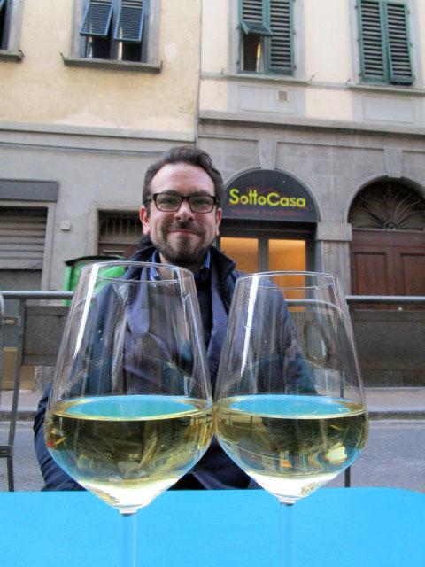 こんな場所でワインを飲めるようになったら貴方もイタリア通!!_c0179785_02202048.jpg