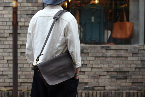 "「VASCO」経年変化も楽しめる ""CANVAS×LEATHER MAIL BAG\"" ご紹介_f0191324_07385388.jpg"