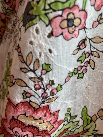綺麗なコットンワンピースブラウス入荷・ペルーayacucho手刺繍クッションカバーの新作入荷_d0187468_15025247.jpg
