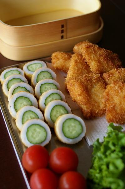 今日の白身魚フライ弁当と高知流ちくわきゅうり_d0327373_07343844.jpg