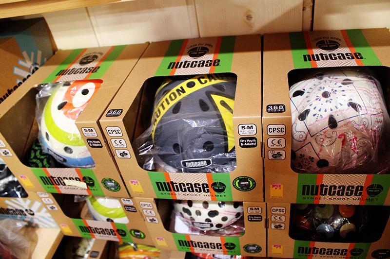 お洒落なヘルメット多数あります。_a0139912_16223677.jpg