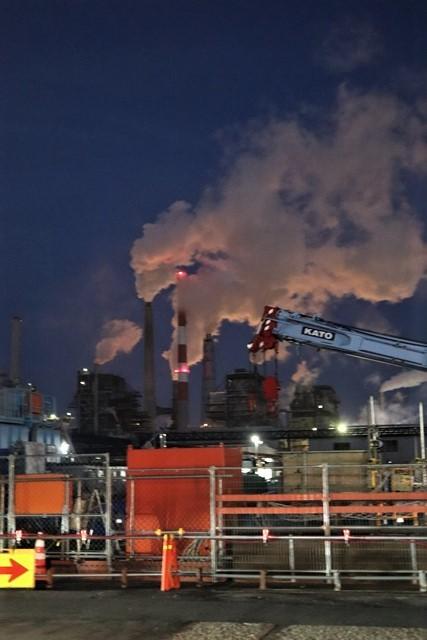 藤田八束の鉄道写真@石巻復興のシンボル日本製紙の夜景、元気に力強さを見せる・・・昼間の姿も素晴らしい、この姿が復興のシンボルだ_d0181492_09510631.jpg