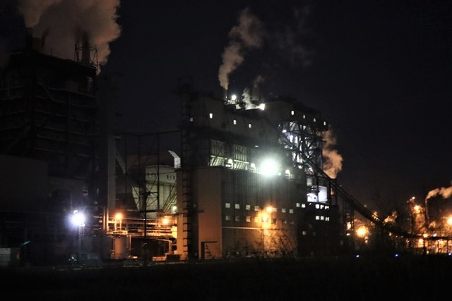 藤田八束の鉄道写真@石巻復興のシンボル日本製紙の夜景、元気に力強さを見せる・・・昼間の姿も素晴らしい、この姿が復興のシンボルだ_d0181492_09514261.jpg