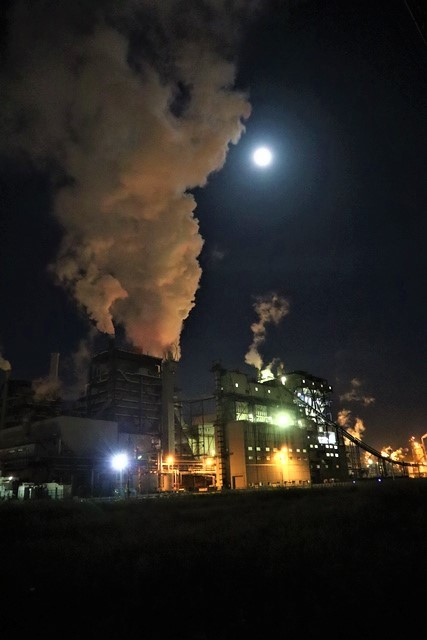 藤田八束の鉄道写真@石巻復興のシンボル日本製紙の夜景、元気に力強さを見せる・・・昼間の姿も素晴らしい、この姿が復興のシンボルだ_d0181492_09520922.jpg