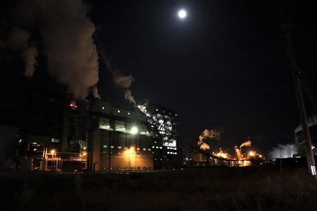 藤田八束の鉄道写真@石巻復興のシンボル日本製紙の夜景、元気に力強さを見せる・・・昼間の姿も素晴らしい、この姿が復興のシンボルだ_d0181492_09522367.jpg