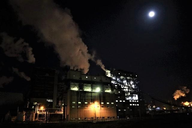 藤田八束の鉄道写真@石巻復興のシンボル日本製紙の夜景、元気に力強さを見せる・・・昼間の姿も素晴らしい、この姿が復興のシンボルだ_d0181492_09525159.jpg