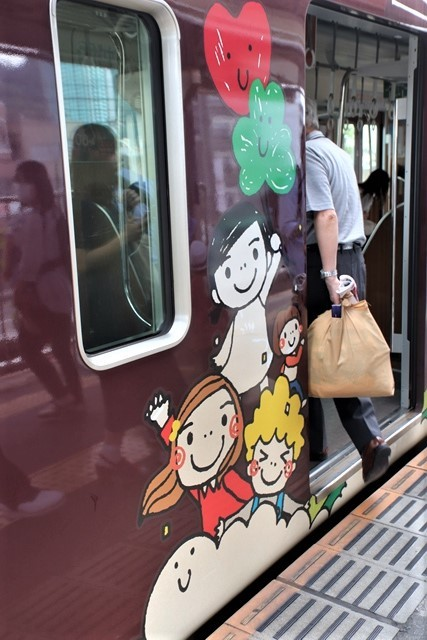 藤田八束の鉄道写真@可愛い阪急電車、阪急電車に新しいラッピング登場・・・子供たちに素敵な街づくり未来と希望_d0181492_22173341.jpg