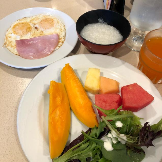 19年GWハワイ  その7☆ホテルの朝食&いやす夢の特典を発見_d0285416_18230942.jpg