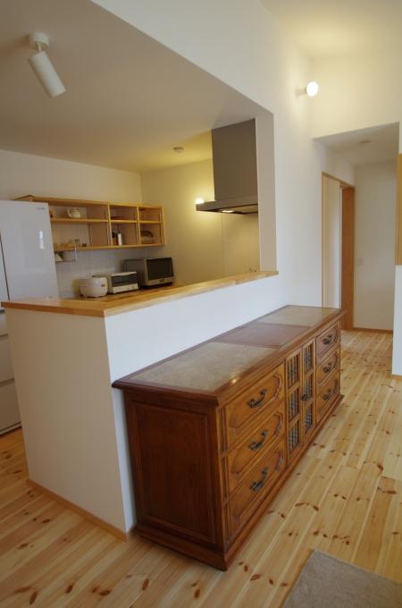 対面キッチンのフロント3・お手持ちの家具を置く_c0004024_15333111.jpg