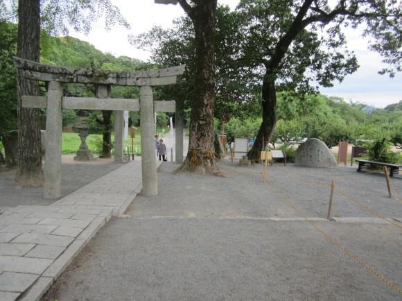 太宰府・坂本八幡宮には旅人の人生最後の秋に詠んだ歌碑がある_a0237545_21485935.jpg
