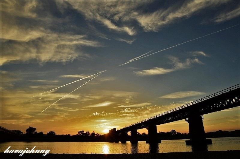 夕焼けに霞むイマイチの紫陽花_c0173762_20493430.jpg