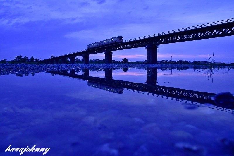 夕焼けに霞むイマイチの紫陽花_c0173762_20494922.jpg