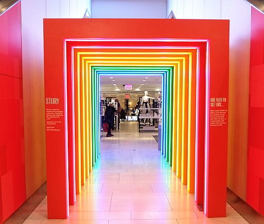 新感覚小売店のストーリー(Story)がMacy\'s店内にオープン!!_b0007805_06594331.jpg