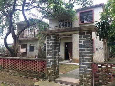 廃村を歩き、香港住宅問題を目の当たりにする☆Ma Wan\'s Abandoned Old Fishing Village_f0371533_13165012.jpg