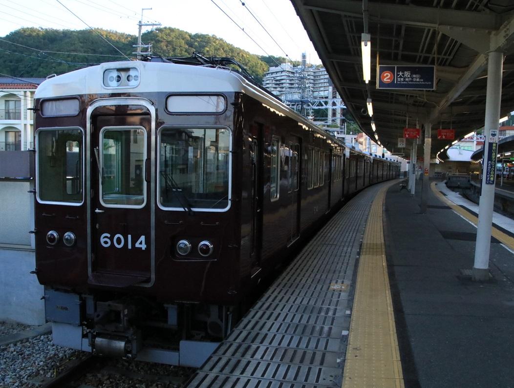 早朝の阪急箕面駅 _d0202264_3382732.jpg