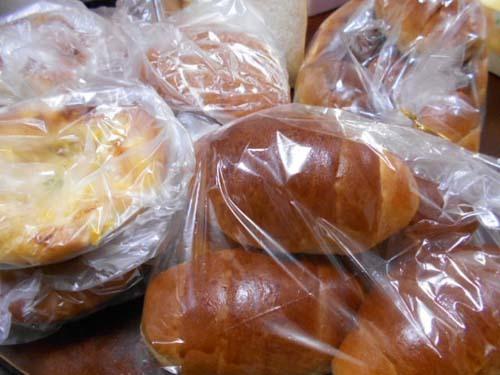 朝早くからお気に入りのパン屋さんへ行く_f0019498_22390447.jpg