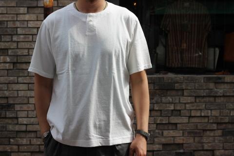 "「Jackman」変則Tシャツ \""Henleyneck T-shirt\"" ご紹介_f0191324_07280798.jpg"